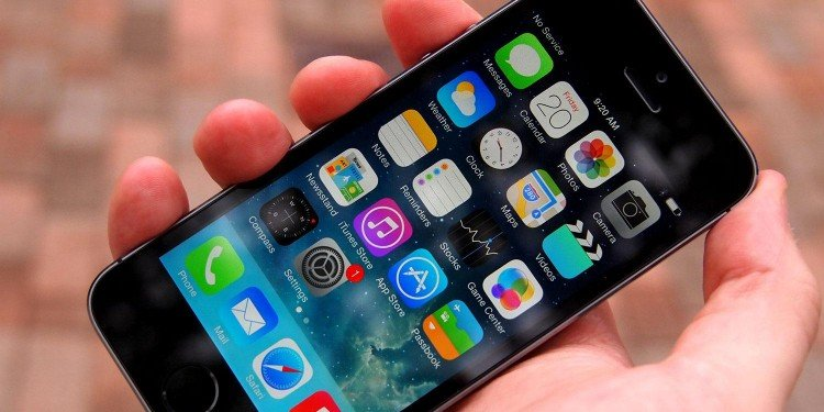iPhone-5S-hands-on-home-angle