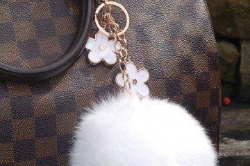 white-fur-ball-flowers-bag (1)